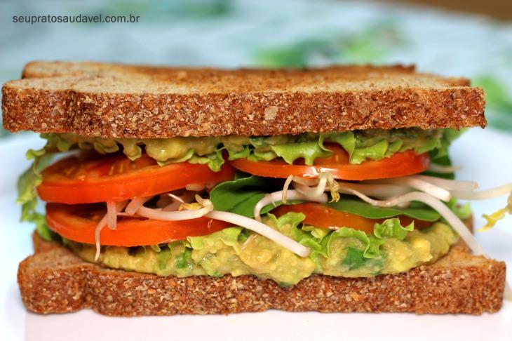 sanduíche de abacate e feijão 3