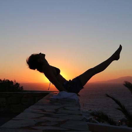 para-relaxar-alongar-ou-manter-o-corpo-em-forma-varias-celebridades-escolheram-a-ioga-como-pratica-diaria-com-varias-modalidades-